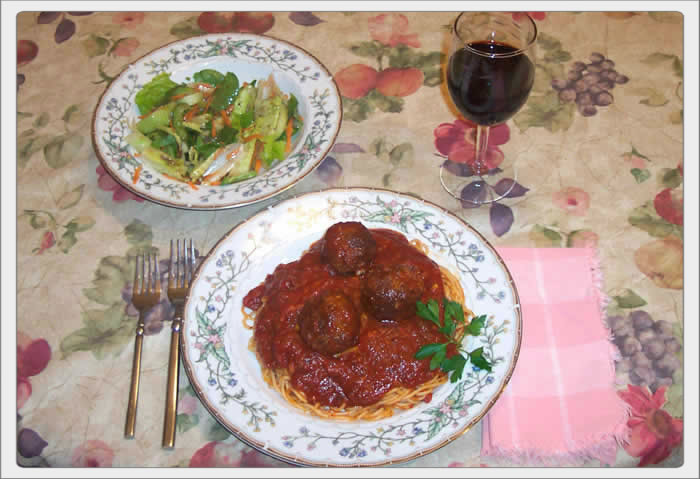 Let's Eat! Spaghetti Sauce and Meatballs!